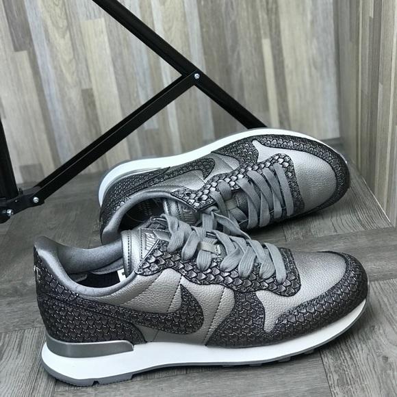 NWT Nike International PRM Wolf Grey W